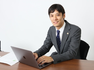東京事務所所長の川崎翔