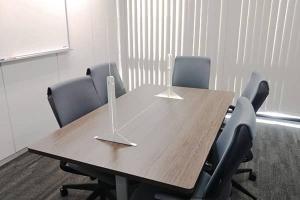 千葉事務所の相談室透明パーティーション
